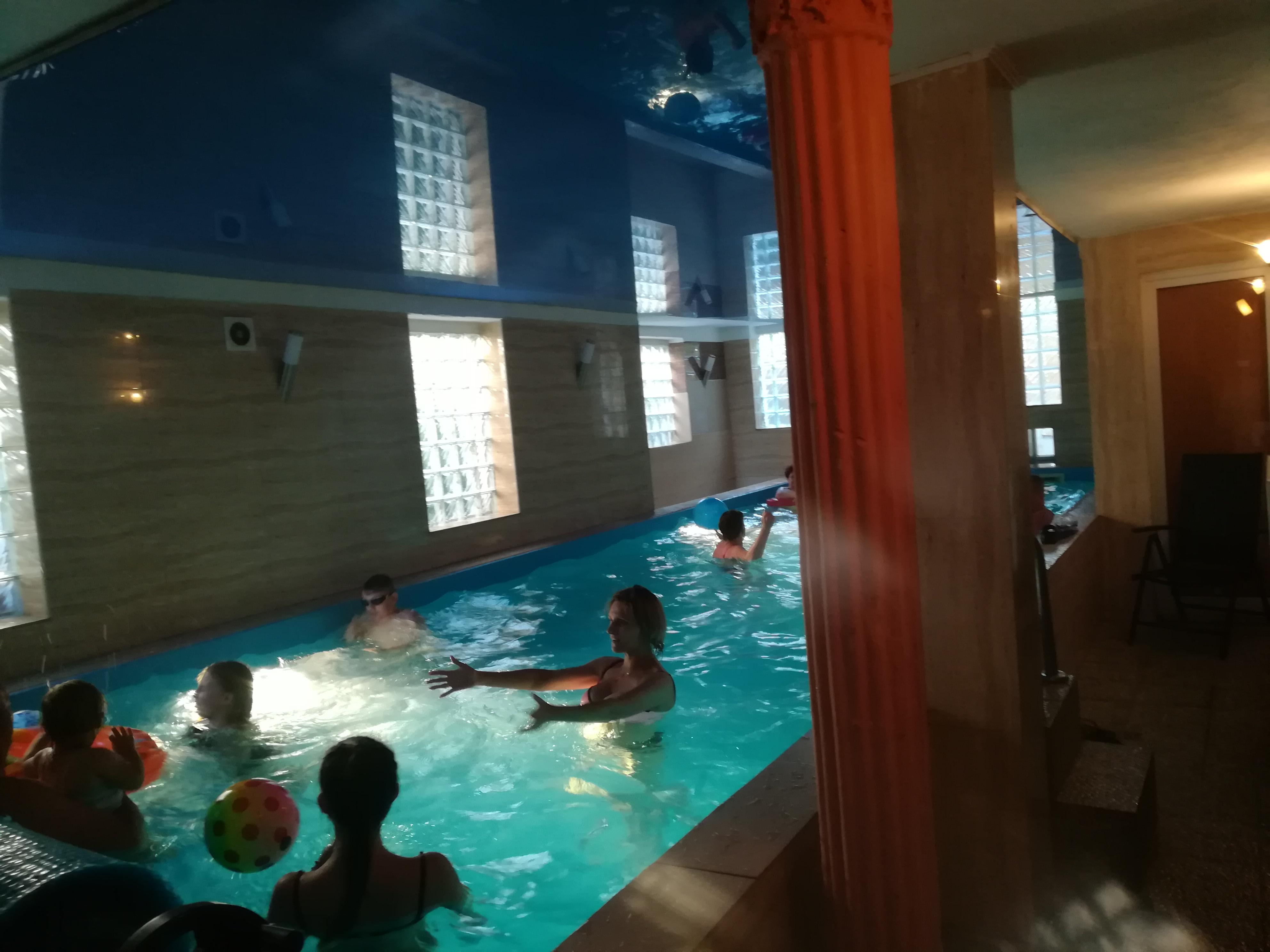 Zabawa na basenie w Mielnie